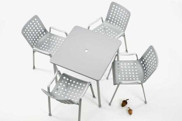 Landi-&-Davy-Table_web